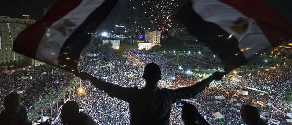 Des partisans du général Abdel Fattah al-Sissi rassemblés place Tahrir au Caire le 26 juillet 2013 au soir ( Khaled Desouki (AFP) )