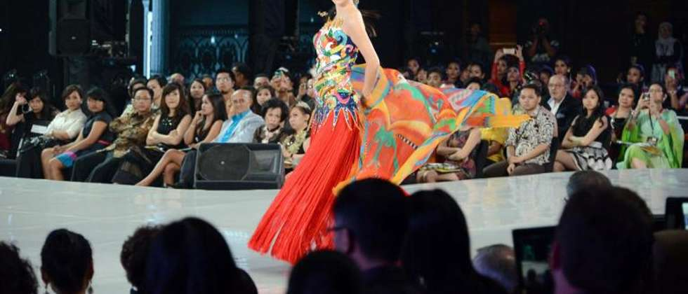Miss China Wei Wei Yu walks on the catwalk during the Miss World contest final in Nusa Dua on Indonesia's resort island of Bali on September 24, 2013