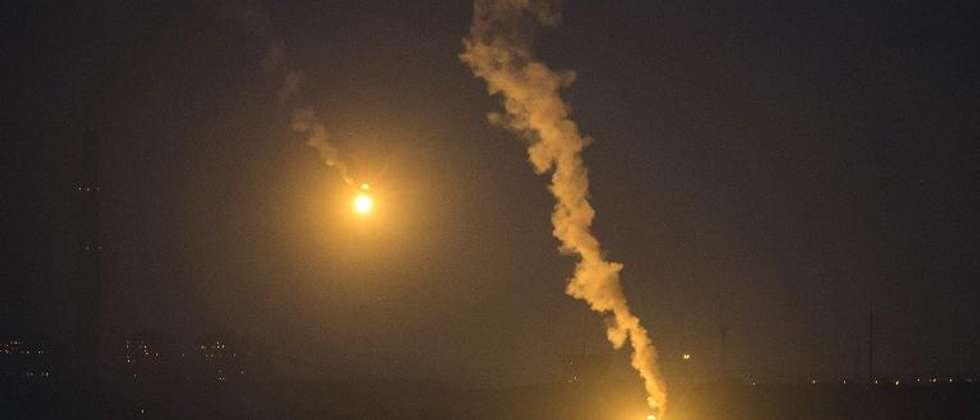 قنابل مضيئة اسرائيلية فوق غزة ( جاك غيز (ا ف ب) )