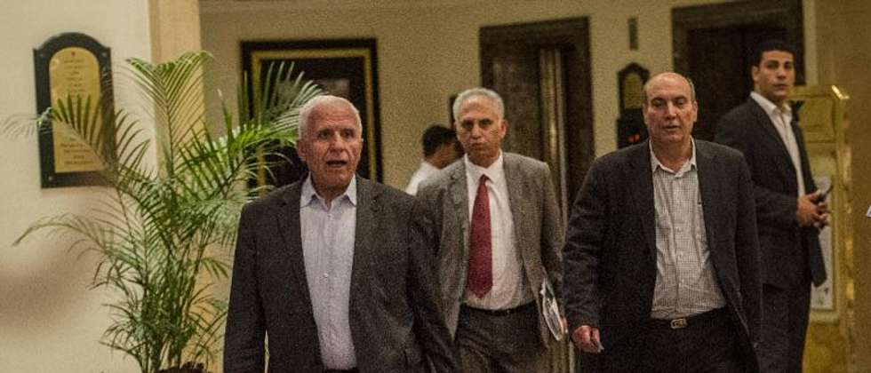 Head of the Palestinian delegation Azzam al-Ahmed (L) and others members of the delegation arrive to the hotel after a meeting with Egyptians seniors intelligence in Cairo August 11, 2014 ( Khaled Desouki (AFP) )