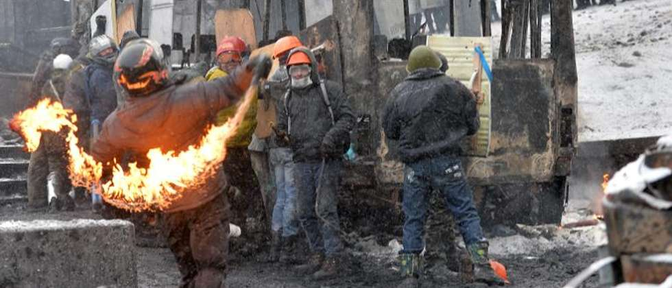 Ukrainian protesters clash with the police in the center of Kiev, on January 22, 2014