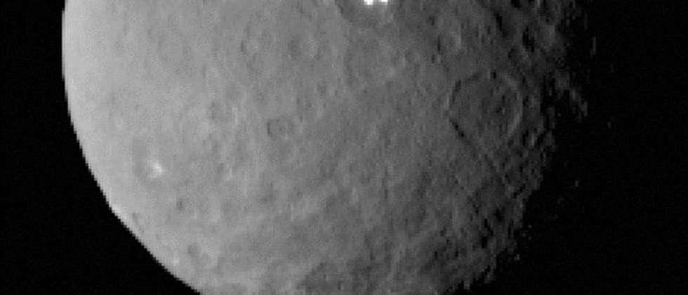 lights on dwarf planet - photo #5