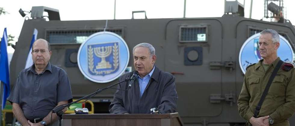 Israeli Prime Minister Benjamin Netanyahu (C) adresses army troops on June 19, 2014 on a military base in Beit Hagay ( Jim Hollander (Pool/AFP) )