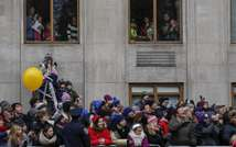 People watch the 88th Annual Macy's Thanksgiving Day Parade on November 27, 2014 in New York (AFP)