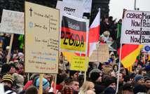 Les manifestants anti-islam du mouvement Pegida se rassemblent dans le centre de Dresde, dans l'est de l'Allemagne, le 25 janvier 2015 (John MacDougall (AFP))
