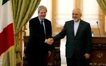 Le ministre iranien des Affaires étrangères Mohammad Javad Zarif, le 28 février 2015 à Téhéran, avec son homologue italien Paolo Gentiloni (g) (Atta Kenare (AFP))