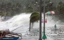 Fortes vagues et rafales de vent à Legaspi, au sud de Manille, au passage du typhon Haiyan, le 8 novembre 2013 aux Philippines ( Charism Sayat (AFP) )