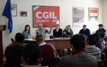 Workers of the port of Gioaia Tauro participate in a meeting with CGIL trade union representative Salvatore Larocca (2nd left) on February 5, 2014 ( Filippo Monteforte (AFP) )