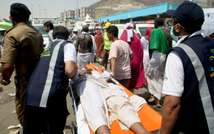 Saudi emergency personnel carry a hajj pilgim on a stretcher after the deadly stampede in Mina, near the holy city of Mecca on September 24, 2015 (AFP)