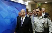 Le Premier ministre israélien Benjamin Netanyahu (c), le 31 août 2015 à Jérusalem (Ronen Zvulun (POOL/AFP/Archives))