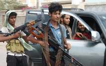 Yemeni militants loyal to exiled President Abderabbo Mansour Hadi look on following reported clashes with Huthi rebels near Aden's Dar Saad suburb, on April 27, 2015 (Saleh Al-Obeidi (AFP))