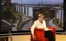 ميركل خلال حديثها لقناة اي ار دي العامة (توبياس شفارتز (اف ب))