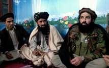 Pakistani Taliban (or Tehreek-e-Taliban Pakistan (TTP)) spokesman Shahidullah Shahid (R) speaks during a press conference at an undisclosed location in Pakistan on February 21, 2014 ( Naseer Azam (AFP/File) )