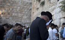 Jews gather for a mass prayer for the release of three teenagers, believed to have been snatched from an area between Bethlehem and Hebron, at the Western Wall in Jerusalem's Old City on June 15, 2014 ( Ahmad Gharabli (AFP/File) )