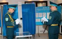 Kazakh servicemen cast their ballot at a polling station in the capital Astana on April 26, 2015 ( Stanislav Filippov (AFP) )