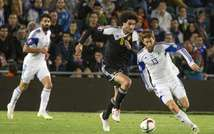 Israel's midfielder Sheran Yeini (R) vies with Belgium's midfielder Marouane Fellaini (L) during their Euro 2016 qualifying football match on March 31, 2015 in Jerusalem ( Jack Guez (AFP) )