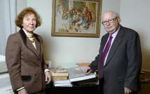 French lawyer and President of the Sons and daughters of Jews deported from France Serge Klarsfeld and his wife Beate Klarsfeld pose in Paris on March 30, 2015 (Bertrand Guay (AFP/File))