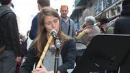 crédits/photos : La flûtiste Liliane joue du ney, Mahane Yehouda, Jérusaelm, le 28 décembre 2016