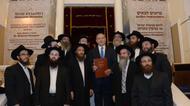 credits/photos : Israeli Prime Minister Benjamin Netanyahu visits the Jewish synagogue in Astana, the capital of Kazakhstan, on December 14, 2016