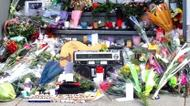 credits/photos : Wreaths and what appears to be an old boombox laid at the door of Leonard Cohen's old Monreal address