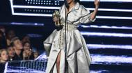 crédits/photos : MTV presented its Video Vanguard Award to Rihanna, in recognition to her contributions to pop culture