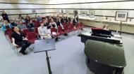 ائتمانات/صور : Des spectateurs regardent la petite Anglaise Alma Deutscher jouer du piano au Wiener Musikverein de Vienne, le 6 octobre 2016.