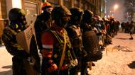 credits/photos : Ukrainian opposition activists get ready for clashes with riot police in central Kiev early January 22, 2014
