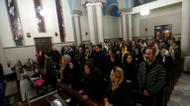 crédits/photos : Iranian Christians attend Christmas Eve mass at the St Joseph Armenian Catholic church in Tehran on December 24, 2016, as Christians around the world are celebrating Christmas