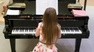 credits/photos : La petite Anglaise Alma Deutscher joue du piano au Wiener Musikverein de Vienne, le 6 octobre 2016.