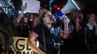"ائتمانات/صور : Hundreds marched to the city police station in Charlotte, North Carolina, carrying signs saying ""Stop killing us"" and ""Resistance is beautiful"""