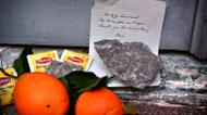 credits/photos : Stones, tea bags and oranges placed outside the summer house of late Canadian singer-songwritter and poet Leonard Cohen, on the Greek island of Hydra, on November 11, 2016