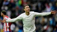 credits/photos : Real Madrid's Portuguese forward Cristiano Ronaldo celebrates his second goal during the Spanish league football match Real Madrid CF vs Real Sporting de Gijon at the Santiago Bernabeu stadium in Madrid on November 26, 2016