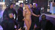 credits/photos : Mariah Carey performs during New Year's Eve celebrations in New York's Times Square on December 31, 2016