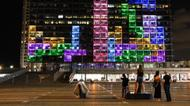crédits/photos : People play Tetris on the Tel Aviv municipality building
