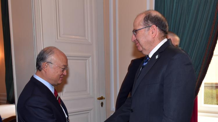 Le ministre israélien de la Défense Moshe Ya'alon avec Yukiya Amano à Munich, le 13 fébruary 2016