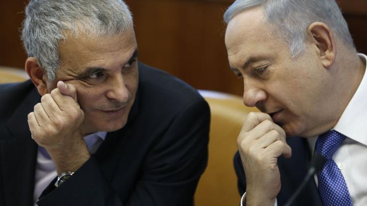 Le premier ministre israélien, Benyamin Netanyahou (droite), avec le ministre israélien des Finances Moshe Kahlon
