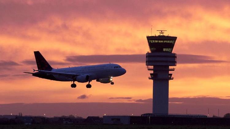 Belgique : fin de l'alerte à la bombe, les deux avions ont attéri