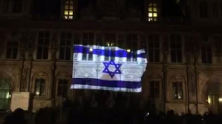 L'Hôtel de Ville de Paris, illuminé aux couleurs du drapeau israélien le 10 janvier 2017