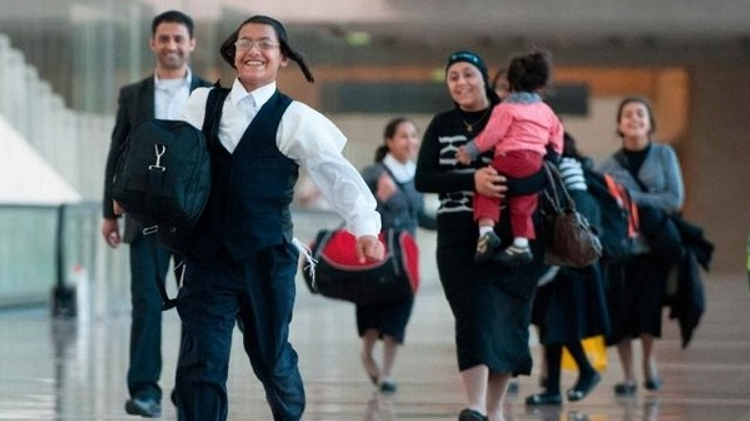 Yemeni Jews reunited with family members at Ben Gurion International Airport, August 14, 2013