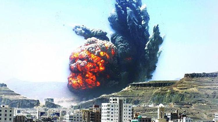 قصف مواقع في اليمن
