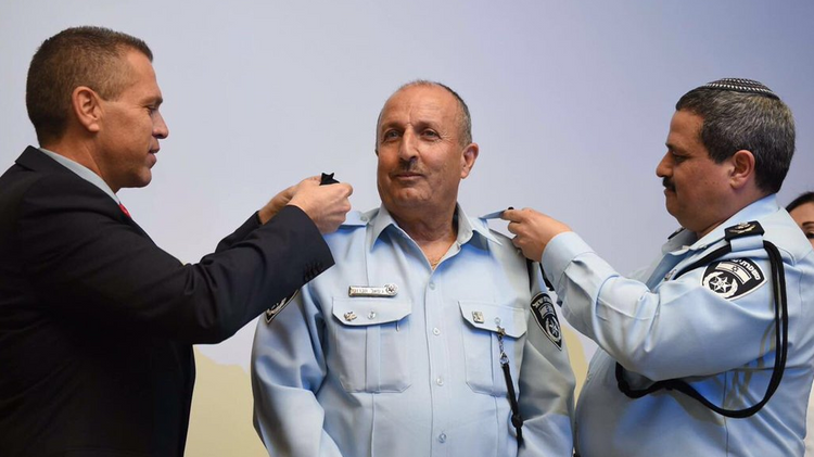 Gamal Hakroosh (C) Israel's first Muslim police commissioner, is sworn-in with Public Security Minister Gilad Erdan (L) April 13, 2016