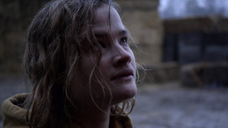 مشهد من الفيلم الفرنسي ليلة تحت الشمس-للمخرجة إتيان لركويتا