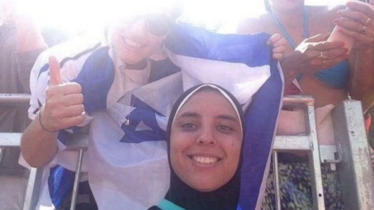 Photobomb sur un cliché d'une volleyeuse égyptienne