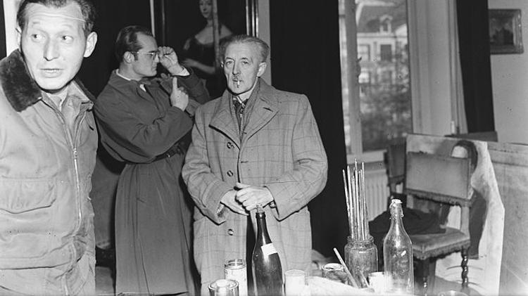 Han van Meegeren (right) in Amsterdam, 1945