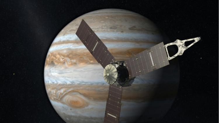 Ce montage photo réalisé par la Nasa montre la sonde Juno en orbite autour de Jupiter, le 5 août 2015