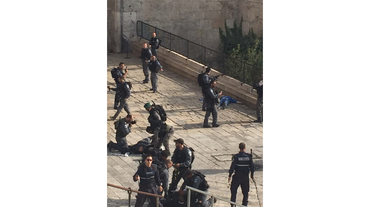 The site of a stabbing attack that injured a police officer at Jerusalem's Damascus gate on October 11, 2015