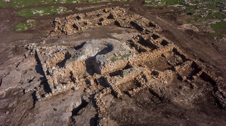 Vue aérienne de la ferme découverte à Rosh Ha'ayin