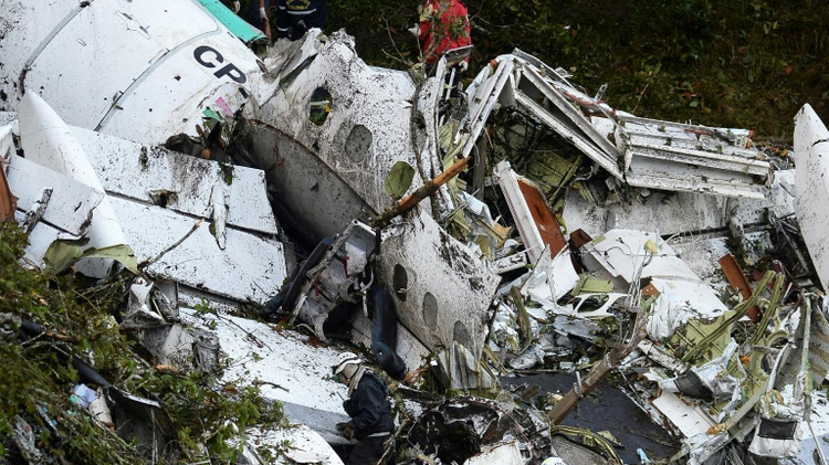 Rescue teams work to recover the bodies of victims of the LAMIA airlines charter that crashed in the mountains of Cerro Gordo, municipality of La Union, Colombia, on November 29, 2016 carrying members of the Brazilian football team Chapecoense Real