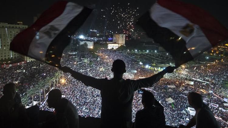 Des partisans du général Abdel Fattah al-Sissi rassemblés place Tahrir au Caire le 26 juillet 2013 au soir