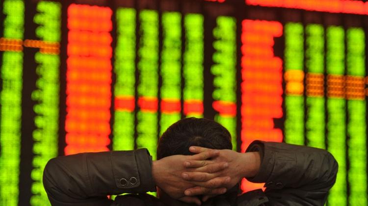 Un investisseur chinois, le 4 janvier 2016 à la Bourse de Fuyang, de la province de l'Anhui, dans l'est de la Chine
